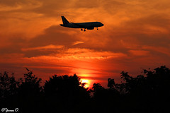 Plane in the Sunset (Yvonne Oelsner) Tags: sunset sky orange silhouette clouds contrast plane sonnenuntergang aviation flugzeug dus