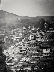 Barrio (MauroLaScalea) Tags: blackandwhite bw film architecture minolta kodak venezuela grain caracas 101 400 newbie expired amateur minoltasrt101 beginner 135mm srt caricuao