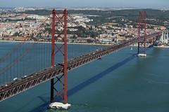 Ponte 25 de Abril (hans pohl) Tags: portugal lisbonne fleuves rivers ponts bridges cities villes sunny ensoleill btiments buildings architecture