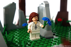 Claire with forget-me-nots (EricStevensINO) Tags: frank claire jamie lego starz blackjack outlander