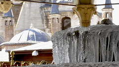 giaccio.... (marina bertone) Tags: fontana magia turchia cupole konia derviscirotanti puramagia fontanadighiaccio mausoleodimevlana museomevlana frescaanzigelatissima maquantogirano