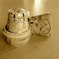33/100   gleidhte (Senaid) Tags: cats toy gaelic nesting contained russiannestingdolls dubhard iphone4s image33100 100xthe2015edition 100x2015 gaidhlig gleidhte