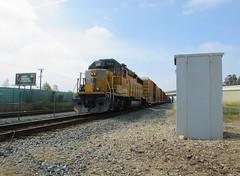 1374 (vcrailfan1999) Tags: up train trains unionpacific camarillo railfan geep uprr railfanning gp402 1374 localfreight unionpacificcaboose santabarbarasub oxnardlocal up1374
