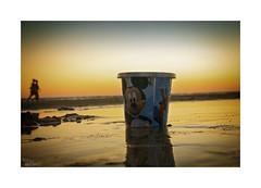 Playeando... (ngel mateo) Tags: sunset sky espaa reflection beach atardecer bucket andaluca spain sand couple pareja playa disney arena cielo reflejo mickeymouse puestadesol andalusia cdiz cubo playadelabarrosa ngelmartnmateo ngelmateo