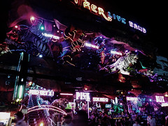 Tiger Live Band (Ken Cruz --- Fernweh) Tags: street pink people bar night thailand neon nightshot streetphotography nighttime neonlights nik nightlife phuket patong streetview gogobar banglaroad tigerliveband