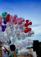 (David Youngblood) Tags: sony balloon disney disneyworld mickeymouse wdw magickingdom sonyalpha sal1650 a77ii ilca77m2