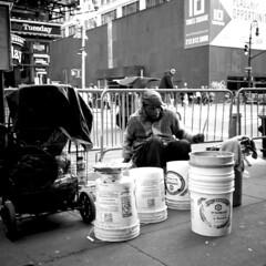 Street Rhythm (Jesonis|Photography_On/Off (super busy)) Tags: street musician newyork drums streetphotography drummer streetmusician streetdrummer newyorkstreetphotography newyorkstreetdrummer