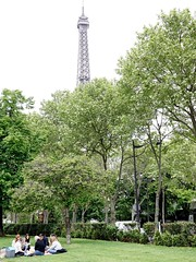 picnic (falkmo) Tags: paris green picnic tour eiffel grn eiffelturm