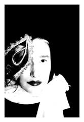 Meine Maske und ich (One-Basic-Of-Art) Tags: meinemaske maske schwarzundweis blackandwhite canon facette facetten fotorahmen rahmen 1basicofart dasselbst mask themask kontrast kontrastreich noiretblanc noir blanc tfp shooting black white weis weiss schwarz regensburg portrt portrait