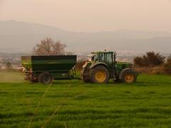 Agricultura (calafellvalo) Tags: tractor verde green vespa trigo agricultura afilador ciclomotor vehículos esmolet
