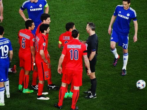 Marquinhos, Thiago Motta, Javier Pastore, Thiago Silva and Zlatan Ibrahimovic protest about the dismissal of Ibrahimovic