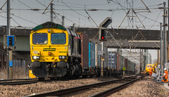 Freight liner class 66/5 no 66592 at Newark Hatchets lane on 06-03-2015 with a doncaster to Felixstowe intermodal (kevaruka) Tags: uk greatbritain england sun color colour colors sunshine composition train canon eos march flickr colours dof unitedkingdom rail railway sunny trains 5d locomotive newark frontpage nottinghamshire eastcoast sunnyday eastcoastmainline eastmidlands eosdigital freightliner leadinglines 2015 ecml newarknorthgate 66592 canon5dmk3 5dmk3 5d3 eos5dmk3 5diii thephotographyblog canon70200f28ismk2 canoneos5dmk3 newarkdiamondcrossing hatchetslanecrossing ilobsterit