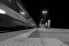 Einfahrt einer S-Bahm (JeanM.DD) Tags: germany deutschland nacht zug bahnhof nightshift sachsen sw sbahn langzeitbelichtung schwarzweis