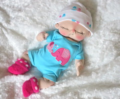 IMG_1474 (BeBe Babies and Friends) Tags: sculpture baby cute doll soft dolls babies waldorf fabric newborn bebe cloth rag