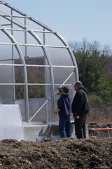 Workers attach panels to Greenhouse (ed dittenhoefer photo) Tags: coltivare farmtobistro tc3barn