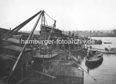 VIII_148 Flussschiffwerft Carl Kiehn in Hamburg Veddel. (christoph_bellin) Tags: fotos hamburger hafen bilder entwicklung geschichte alte werft historische fotoarchiv bootsbau schiffswerft werftarbeiter