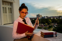 ((98)981114264) Tags: sky girl reading book photoshoot library books read biblioteca livro livros leitura livrary