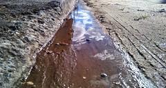 Tem um pouquinho de nuvem neste cho. (juliano.fchaves) Tags: sky water rock zeiss nokia agua areia cu carl cho 20 fotografia nuvem pedra lentes 930 filtros megapixels lumia instagram
