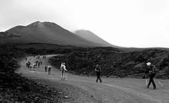 guarda (osserva, fermati, concentrati, ascolta, senti, ama) lass (leti zacca) Tags: travel trekking nebbia etna viaggio sicilia vulcano scalata