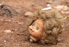 Por A-Diadema-SP. (nariobarbosa) Tags: street brasil saopaulo brazilian diadema boneca chao cabeca porai