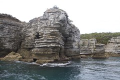 Amazing layers of rocks (Val in Sydney) Tags: rock point bay australia nsw falaise perpendicular jervis australie