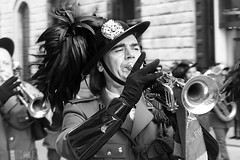Bersagliere (MaOrI1563) Tags: italy florence italia tuscany firenze toscana cappello tromba sfilata bersaglieri piuma bersagliere esercito piume maori1563