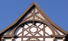 (:Linda:) Tags: house animal germany town bluesky thuringia gable halftimbered fachwerk historismus themar rocaille historicism lacelike