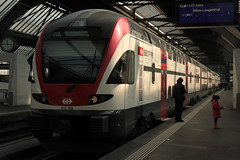 SBB Doppelstockzug RABe 511 108 - 8 KISS noch ohne Taufname ( DOSTO 4 - teilig => Hersteller Stadler Rail => Inbetriebnahme 2012 ) am Bahnhof Zrich HB im Kanton Zrich der Schweiz (chrchr_75) Tags: chriguhurnibluemailch christoph hurni schweiz suisse switzerland svizzera suissa swiss chrchr chrchr75 chrigu chriguhurni 1503 mrz 2015 hurni150319 bahn eisenbahn schweizer bahnen train treno zug albumzzz201503mrz albumbahnenderschweiz albumbahnenderschweiz201516 albumsbbrabe511doppelstockzug dosto doppelstockzug zrcher sbahn sbb cff ffs stadler rail albumstadlerrail juna zoug trainen tog tren  lokomotive  locomotora lok lokomotiv locomotief locomotiva locomotive railway rautatie chemin de fer ferrovia  spoorweg  centralstation ferroviaria