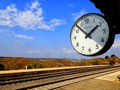 El tiempo pasa... (mariocarnerero) Tags: rio landscape tren paisaje estacion reloj tajo tiempo nwn renfe llegada