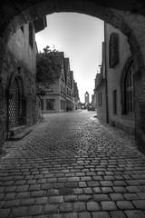 Blick durch den Weissen Turm zum Galgenturm in Rothenburg ob der Tauber (afw | ph[o]to) Tags: bw de bayern deutschland bavaria blackwhite verschiedenes places bluehour orte schwarzweiss hdr rothenburgobdertauber longexposuretime blauestunde 3px