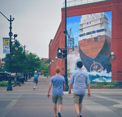 Art  on the street  in Collingwood (ON). (France-) Tags: street two ontario canada art walking mural ship collingwood candid historic bleu deux pedestrians bateau rue murale pietons 418 johnhood