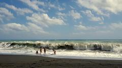 Il mio mare  cosi ... (Augusta Onida) Tags: sea italy cloud beach landscape italia mare waves nuvola play liguria spiaggia onda giocare rivatrigoso