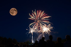 30/52 Happy birthday Apollo 11 (eric_marchand_35) Tags: jaune moonluneweek302016 52weeksthe2016edition weekstartingfridayjuly222016 firework feuxdartifice apollo11birthday