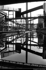 Zeche Zollverein Reflection, Essen, Germany (JH_1982) Tags: zeche zollverein unesco world heritage site water wasser stahl industriekomplex kokerei denkmal coal mine industrial complex complexe industriel complejo mina carbn charbon industrie industry black white bw grey reflection reflections double mirror mirrored spiegelung gespiegelt steel building buildings essen     nordrheinwestfalen nordrhein westfalen nrw northrine westphalia germany deutschland allemagne alemania germania
