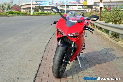 2015-Ducati-Panigale-899-03