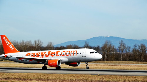 Touch down of an easyjet flight at euroairport