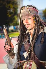 (. . .) Tags: portrait field del jack 50mm fan daylight mar costume dof via cosplay bokeh retrato sparrow depth piratas caribe fanvia
