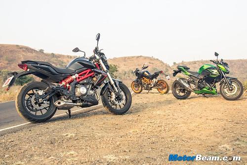 Kawasaki-Z250-vs-Benelli-TNT-300-vs-KTM-Duke-390-15