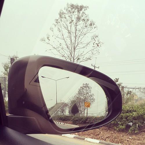 ถึงแล้วเมืองในหมอก (ควัน) ทัศนวิสัยน้อยกว่า 1 km. นึกถึงหนังเรื่อง The Fog เลยนะ จะมีสัตว์ประหลาดออกมาจากหมอกมั้ย