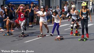 Skateboard race. Run girls! run!