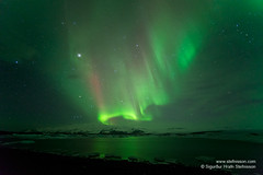 shs_n8_037599 (Stefnisson) Tags: night stars lights iceland heaven photographer tourist tourists aurora hiker hikers northern sland borealis boreal jkulsrln ntt nordlys noorderlicht aurores ljsmyndari borales norurljs feramaur gngumaur tristar nordlichter stjrnur tristi feramenn gnguflk stefnisson