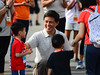 NTUC-Income-RUN-350,-Organised-by-Young-NTUC_Deputy-Secretary-General-Chan-Chun-Sing-mingling-with-the-kids-dash-participants_Credit-to-RUN-350