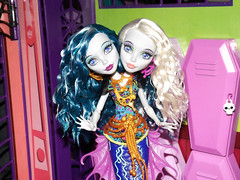 I feel that hot blood in my body when it drops (meike__1995) Tags: monster high doll great pearl reef mattel peri 2016 scarrier