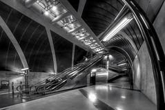 U-Bahnhof Heumarkt, Kln (ellen-ow) Tags: blackandwhite underground stair ubahnhof bahnhof kln treppe railwaystation architektur rolltreppe heumarkt schwarzweis nikond4 ellenow