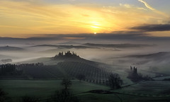 Traditional Sunrise at Belvedere.Web. CF011567 (Massetti Fabrizio Offline until May 27) Tags: sun sunlight fog sunrise italia tuscany belvedere pienza toscana sanquirico