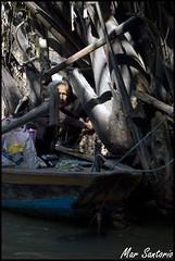 Recoleccin (Mar Santorio) Tags: woman rio d50 river nikon vietnam saigon mekong hochiminh