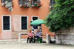 Gondoleiros (L. Felipe Castro) Tags: venice italy men veneza italia gondole gondoleiro