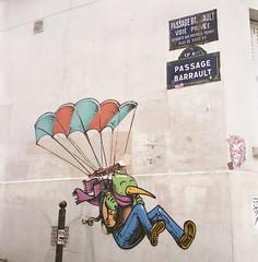 Street Art (Amelien (Fr)) Tags: tlr film rollei analog rolleiflex mediumformat all 66 400 mf portra argentique schneider kreuznach 80mm 2016 c41 pellicule 400vc xenotar moyenformat filmisnotdead homescanned believeinfilm capturedonrealfilm