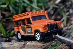 Unterwegs im Dschungel - Land Rover Defender 110 (borntobewild1946) Tags: landrover mattel matchbox landroverdefender110 defender dschungel offroader djungel modellauto gelndewagen dschungelpfad allradler vierradantrieb copyrightbyberndloosborntobewild1946