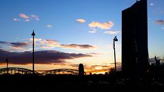 Abend im Osten Frankfurts (JohannFFM) Tags: abend sonnenuntergang frankfurt main ostend stimmung ezb osthafen deutschherrenbrücke
